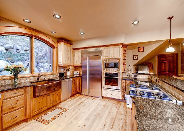 Spacious Kitchen with gas cooktop