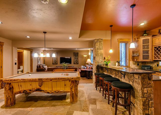 offers cozy sitting area with big TV, billiards table and bar area