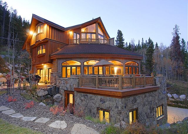 Side exterior of Alpine Majesty