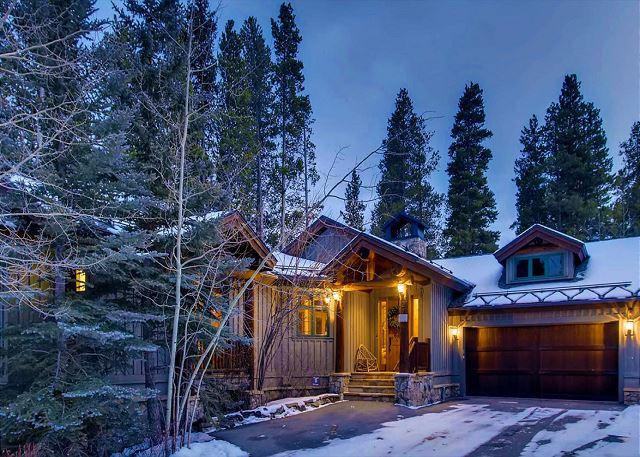 Exterior of Beaver's Lodge at Dusk