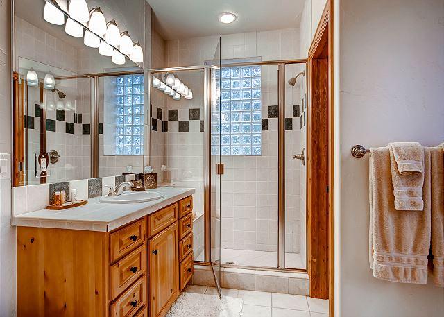Elk Room Ensuite Bath
