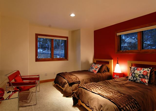 Upper level twin room