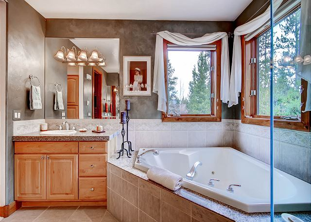 Kensington Main Suite Ensuite Bath with Large Jetted Tub, Two Sinks and Jetted Tub