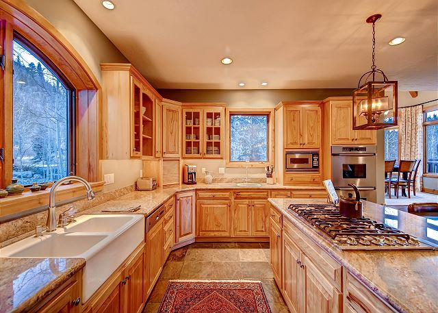 Spacious Kitchen with All Appliances