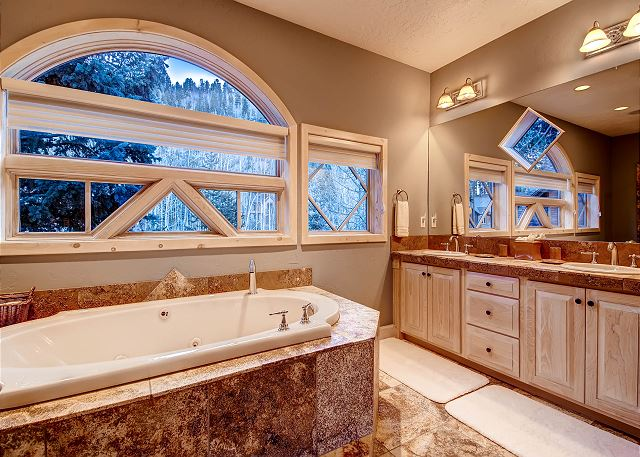 Upstairs Secondary King Suite Private Bath