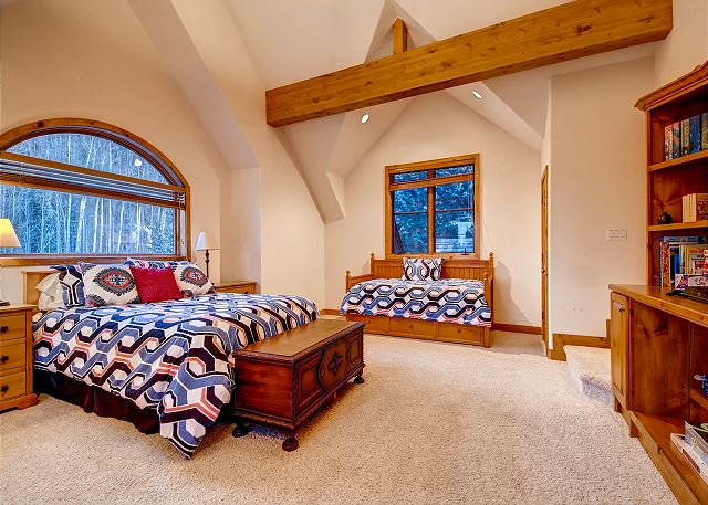 Bonus Room - queen bed (sleeps 2) and 2 twin trundles (sleeps 4), entertainment center with Flat screen TV, DVD player, books and games, private bath with tub/shower
