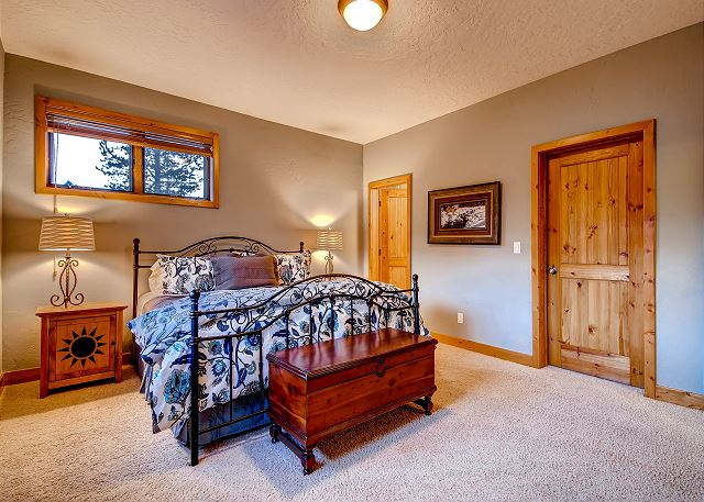Upstairs Intimate King Suite – sleeps 2 in one king bed, private bath with tub/shower