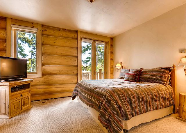 Pines Suite - sleeps 2 in one king bed
