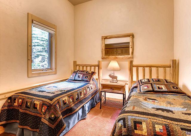 Elk Room Suite - sleeps 2 in two twin beds