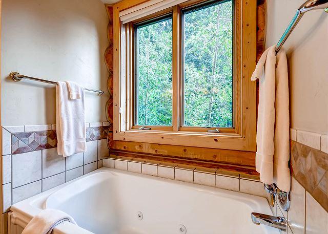 Pines Suite Ensuite Bath