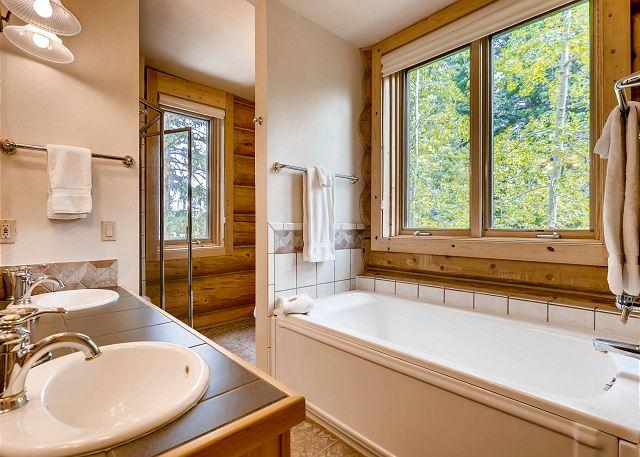 Pines Suite - Ensuite Bathroom