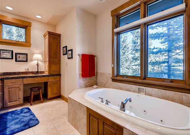 Grizzly Bear King Ensuite Tub