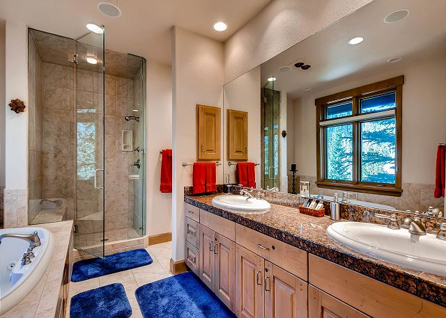 Grizzly Bear King Ensuite Bathroom
