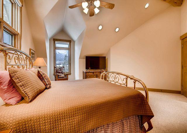 Polar Bear King Suite