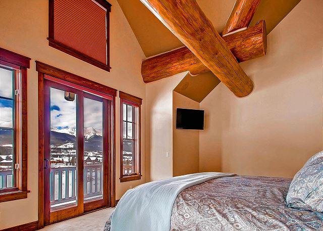 Ten Mile King Suite – sleeps 2 in one king bed, ensuite bath