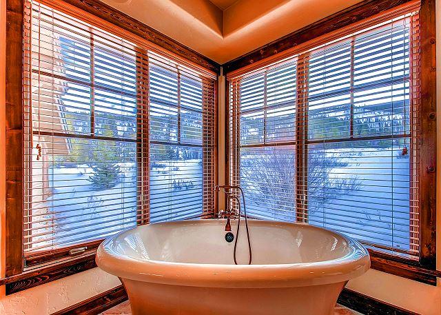 Ten Mile King Suite Ensuite Bath Soaking Tub with Views!