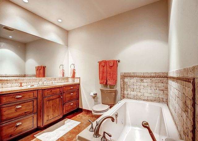 Shared by TimberLand Twin and EverGreen Queen Bedrooms - Two Sinks, Jetted Bathtub and Separate Walk In Shower