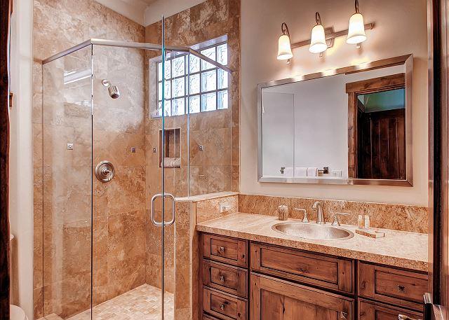 Woodland Queen Bedroom Ensuite Bath