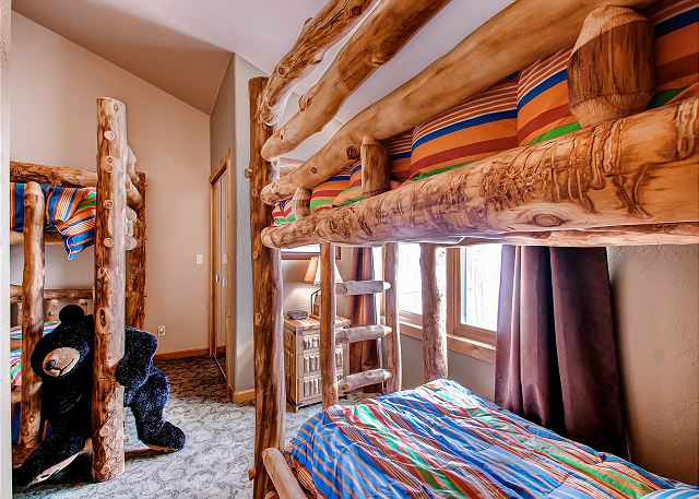 - sleeps 4 in two sets of twin bunks, exclusive hall bath