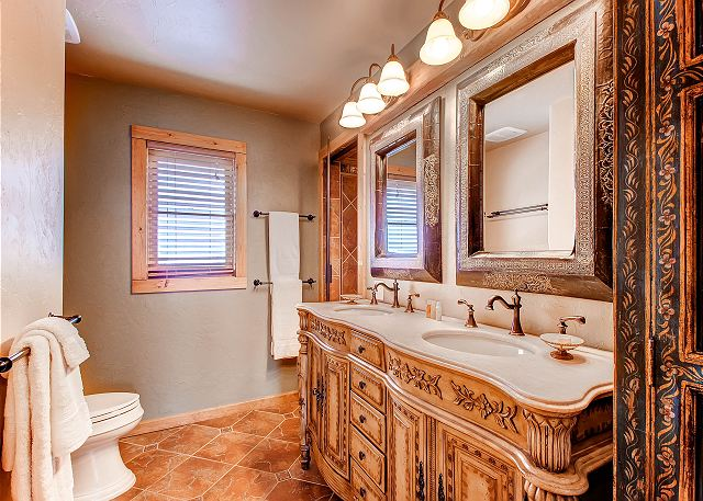 with dual sinks