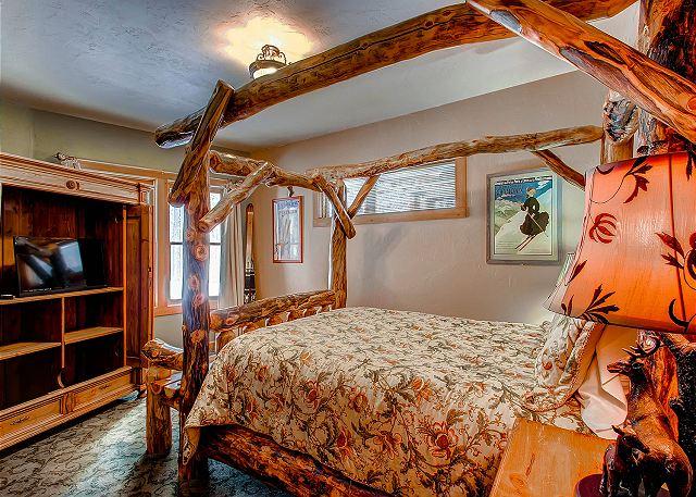 - sleeps 2 in one queen bed, shared hall bath with Kitzbuhel Bunk