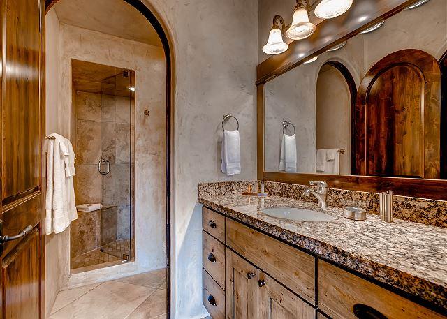 Monticello D'Alba Suite Ensuite Bath