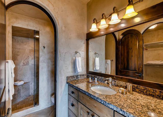Monticello D'Alba Ensuite Bathroom