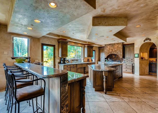 features large island, professional appliances, butler pantry, bar seating - all overlooking the 4 O'clock Ski Run!