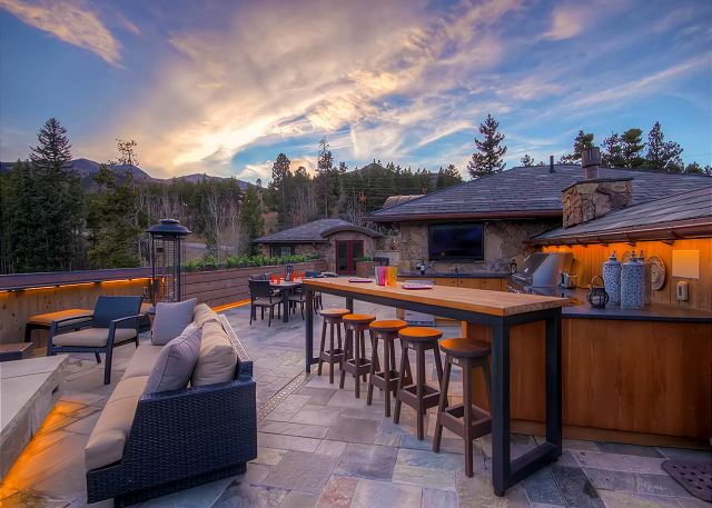 Outdoor Kitchen with bar-style seating, outdoor TV and panoramic views!