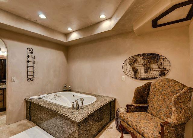 Snowflake Salerno Ensuite Bath
