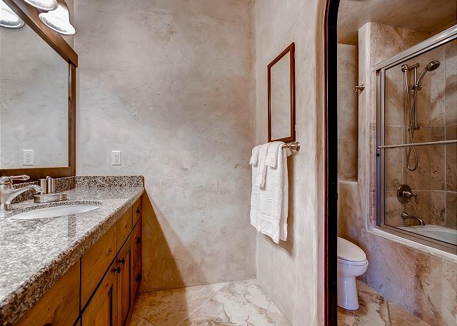 Verona Vista Suite Ensuite Bath
