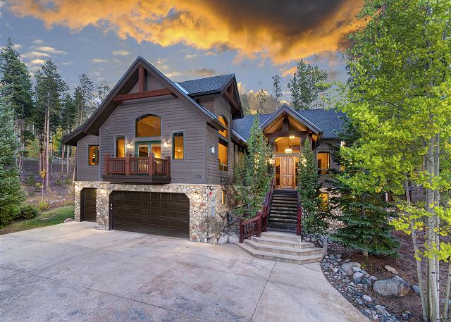 Surrounding views combined with in-town convenience make for the perfect Colorado vacation