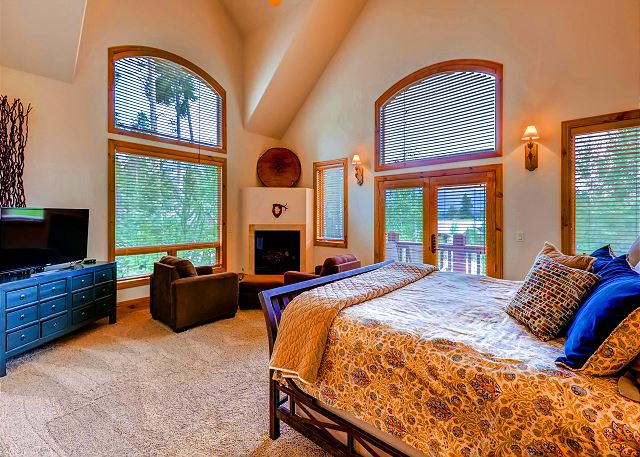 - king bed, ensuite bath with tub and separate shower. Bedroom features cozy sitting area with gas fireplace, Balcony and TV