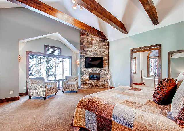 Star of the Mountain King Suite - sleeps 2 in one king bed (ensuite bath)