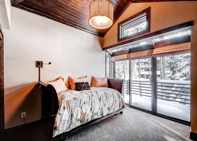 Little Dipper Trundle room – sleeps 2 (hall bath)