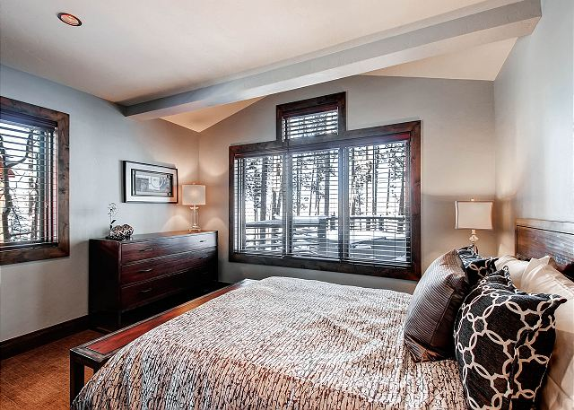 North Star Queen – sleeps 2 in one queen bed (shares hall bath)
