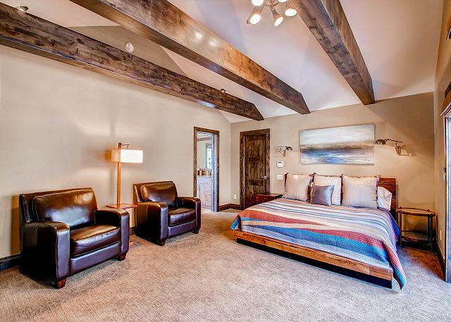 Bright Star Secondary King Suite - sleeps 2 in one king bed (ensuite bath)