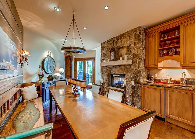 Dining Table with Seating for 8 - additional seating at Breakfast Nook - wet bar and gas fireplace