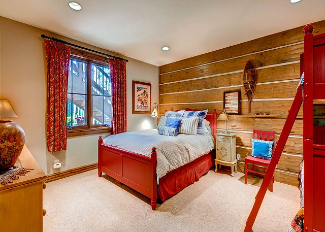 Americana Bunk / Queen - sleeps 5 in one twin trundle bunk bed (two twin beds) and one queen bed (hall bath)