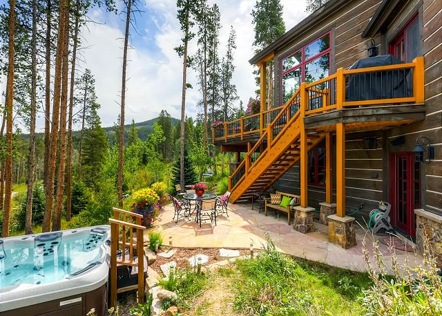 Private Hot Tub With Beautiful Mountain Views!