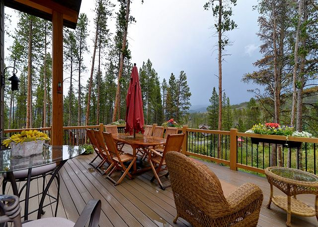 Large Deck with expansive views!