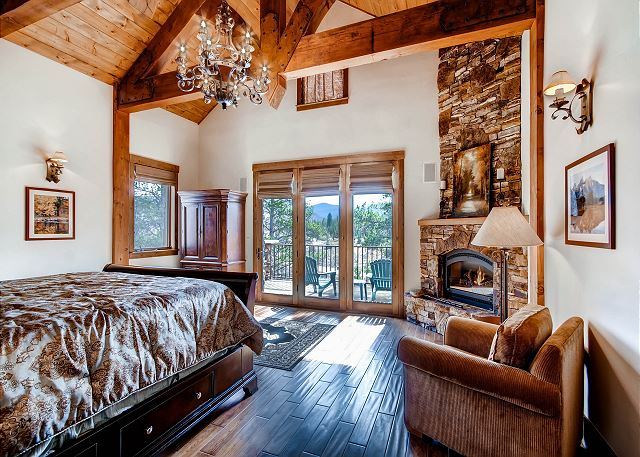 Mountain Thistle King Suite – sleeps 2 in one king bed, ensuite master bath