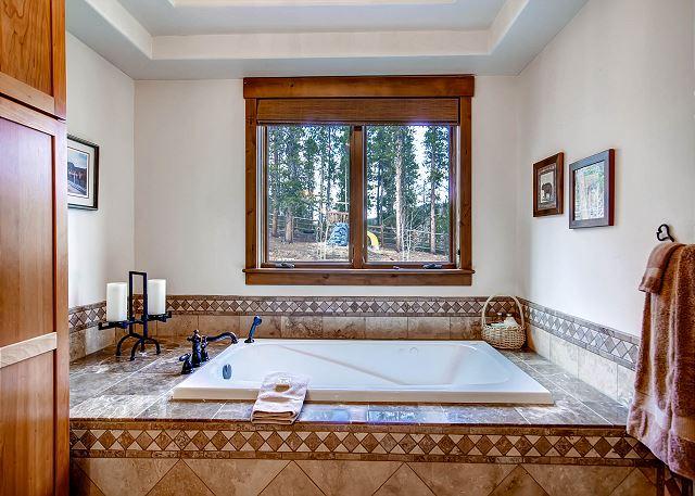 Mountain Thistle King Suite Ensuite Bath