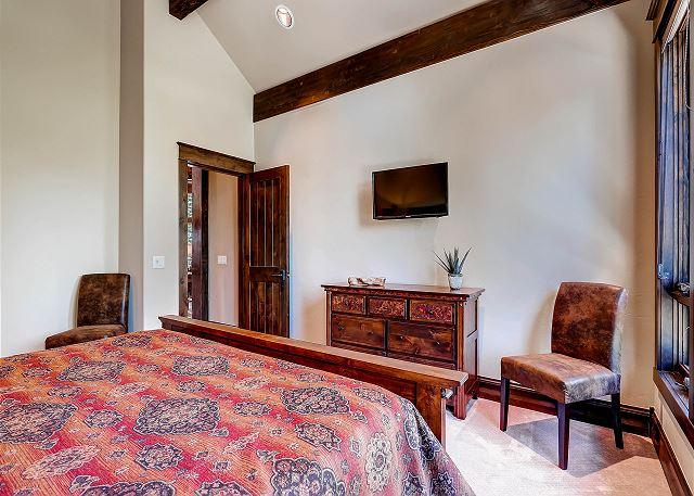 Rocky King Suite – sleeps 2 in one king bed, ensuite bath