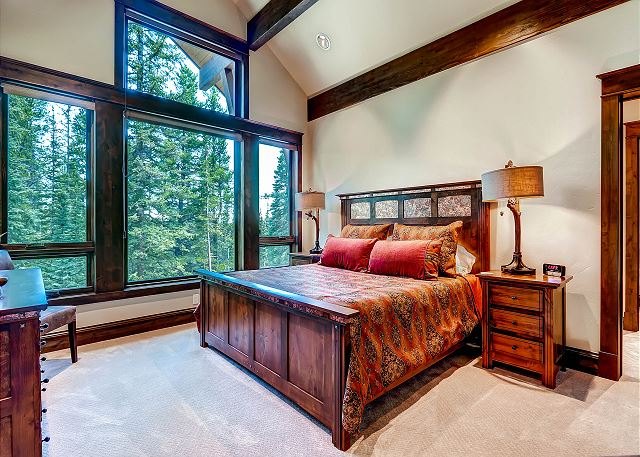 Rocky Master Suite – sleeps 2 in one king bed, ensuite master bath