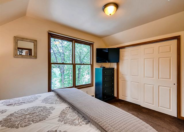 with king bed and ensuite bath