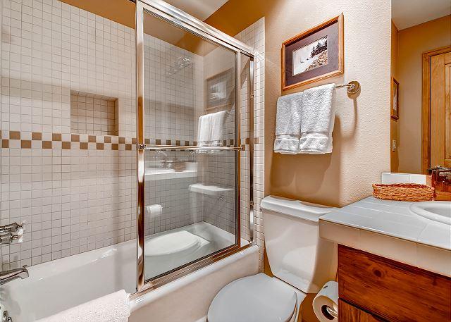 Ptarmigan Twin Bedroom Ensuite Bath