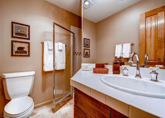 Pika Queen Bedroom Ensuite Bath