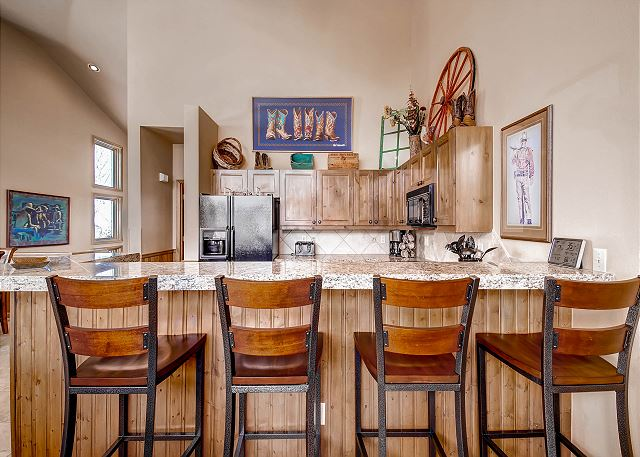 Breakfast Bar with Four Stools