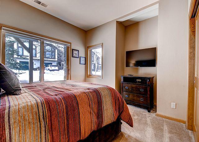 Pika Queen Bedroom – sleeps 2 in one queen bed, private hall shower bath